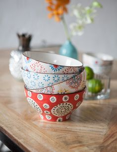 Add a pop of colour to your kitchen or dining table with this set of 4 bistro bowls, in 4 gorgeous colourways. Perfect as occasional bowls for your popcorn or pasta