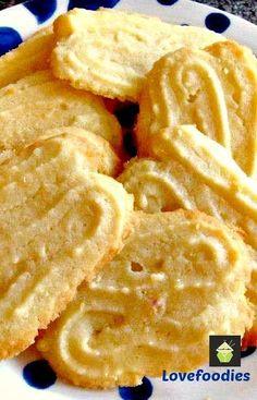 Lemon Melting Moments Cookies - A wonderful gentle lemon flavor with a melting sensation! #cookies #lemon #butter
