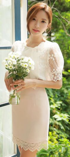 StyleOnme_Lace Hem Pencil Skirt #beige #elegant #pretty #koreanfashion #lace #ivory #sweet #kstyle