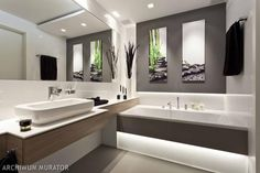 15 pomysłów na szarą łazienkę. Aranżacje nowoczesnych i eleganckich łazienek pełnych szarości Bad Inspiration, Bathroom Inspiration, Bathroom Layout, Modern Bathroom, Bathroom Ideas, Construction, Cozy House, Decoration, Bathtub