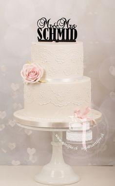 White Wedding Cake with handmade laces and sugarrose Boho Stil, Wedding Cakes, Lace, Handmade, Single Flowers, Real Flowers, Invitations, Wedding Bride, Dekoration