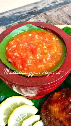 Assalamualaikum dan selamat sejahtera.    Sambal Tomat.  Asal: Dapur CikManggis.   Bahan-bahannya:   5 biji cili masak.  5 biji cili api. ...