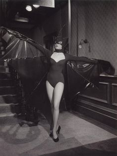 Shirley MacLaine in bat costume, from the Martin & Lewis musical comedy Artists And Models Halloween Photos, Halloween Costumes, Halloween Gif, Halloween 2019, Halloween Makeup, Halloween Ideas, Costumes D'halloween Vintage, Bat Costume, Costume Ideas