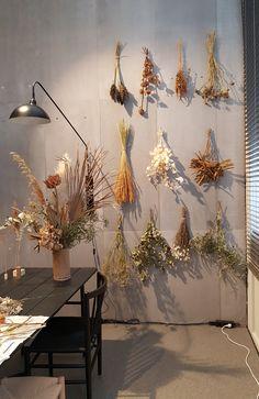 Bohemian Bedroom Decor, Diy Bedroom Decor, Home Decor, Dried Flower Arrangements, Dried Flowers, Flower Wall Decor, Flower Decorations, Diy Storage Headboard, Do It Yourself Inspiration
