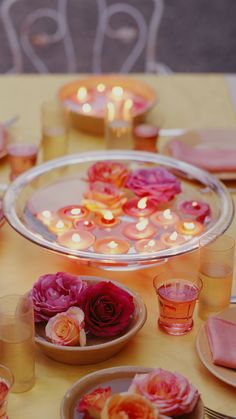 30 gorgeous ideas for DIY wedding decorations Floating candle centerpieces in glass containers with tea candles, pretty leaves, sticks, and petals. Floating Candles Wedding, Floating Candle Centerpieces, Diy Centerpieces, Inexpensive Centerpieces, Quinceanera Centerpieces, Floating Flowers, Hanging Candles, Trendy Wedding, Dream Wedding