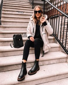 Fashio Jackson Wearing Amazon Fashion Puffer Jacket Winter Sweater Outfits, Winter Outfits For Work, Oufits Casual, Casual Outfits, Outfit Botas Negras, Black Chelsea Boots Outfit, Sam Edelman Boots, Outfits Mujer, Fashion Jackson