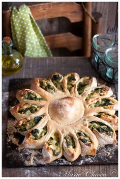 """Calzone """"tournesol"""" à la fondue de courgettes, basilic et mozzarella"""