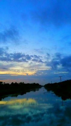 Sunset Reflection! Via Robin Shake