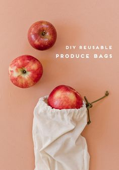 Eco-Friendly DIY: How to make reusable produce bags in 15 minutes. Great beginner sewing project for anyone who wants to make small eco-friendly changes / swaps at the grocery store. Click through for the tutorial (and video). Sewing Projects For Beginners, Sewing Tutorials, Sewing Patterns, Old Tee Shirts, Muslin Bags, Produce Bags, Mason Jar Diy, Sewing A Button, Fabric Scraps