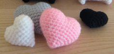 Amigurumi Corazones ,Pera y Manzana  ~ Patrón Gratis en Castellano ~ Versión en PDF Diy Projects To Try, Crochet Projects, Crochet Gratis, Crochet Cross, Love Heart, Free Pattern, Cross Stitch, Valentines, Crafty