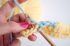 Comment changer de couleur en crochet est beaucoup plus facile que quand on tricote, mais cela reste malgré tout une technique qu'il faut maîtriser...
