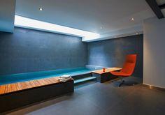 Au sous-sol un centre spa & salle de fitness & salle de cinéma font partie de la propriété