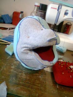 process Up Pixar, Puppet Crafts, Cheap Things To Do, Paper Mask, Puppet Making, Hand Puppets, Shrek, Projects To Try, Cosplay