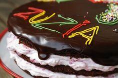 Tort kakaowy z malinowym kremem