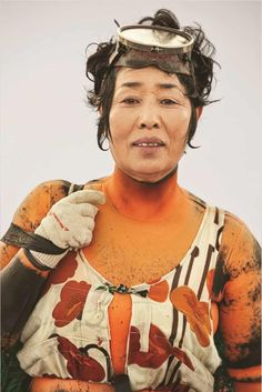 """freundevonfreunden: """" The Sea Women of South Korea – Photography Exhibition by Hyung S. Kim For hundreds of years, women in the South Korean island province of Jeju have made their living harvesting seafood by hand from the ocean floor. Mermaids Exist, Real Mermaids, South Korea Photography, Korean Photography, Charles Trenet, Deep Sea Diver, Japanese Pearls, Photography Exhibition, Portraits"""