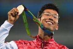 <五輪陸上>競歩50キロの荒井 銅→失格→銅メダル!