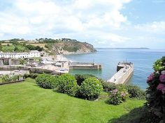 #CornishCottage #Charlestown  These beautifully located terraced holiday cottages, (Ref 26895 and adjoining property Ref 26896) on the Cornish Coastal Path, sit in an elevated position overlooking the dramatic and historic village and harbour of Charlestown.  http://www.chooseacottage.co.uk/cwa/coast-guard-cottages-fingals-1-26895