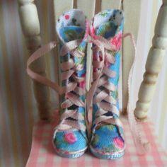 Dollhouse esc 1:12 boots