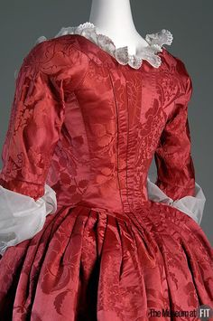 Back pleating of Robe à l'anglaise Red silk damask Circa England Fabric by Anna Maria Garthwaite, 1751 Museum purchase, 18th Century Dress, 18th Century Costume, 18th Century Clothing, 18th Century Fashion, Vintage Outfits, Vintage Dresses, Vintage Fashion, Historical Costume, Historical Clothing