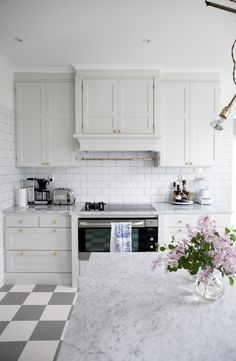 House of Philia – Page 6 Kitchen Cabinets And Countertops, Kitchen Tiles, Kitchen Colors, Kitchen Flooring, Kitchen And Bath, New Kitchen, Kitchen Dining, Kitchen Decor, Kitchen Layout