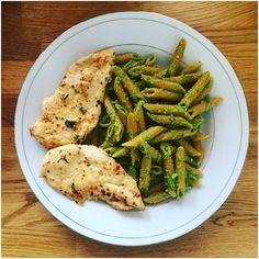 For my #postworkout #lunch: I popped a pair of #marinated #chickenbreasts in the oven, then tossed freshly-cooked #chillipenne with my #anchovypesto. It was that easy! #awesome #cook #cooking #domesticdude #eatright #food #food4gods #foodie #foodporn #musclefood #nutrition #pasta #penne #pesto #protein #recoverymeal