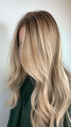 Platinum champagne butter blonde full foil for light hair Blonde Hair Looks, Blonde Hair With Highlights, Brown Blonde Hair, Blonde Balayage, Short Blonde, Butter Blonde Hair, Beachy Blonde Hair, Dark Blonde Hair Color, Going Blonde