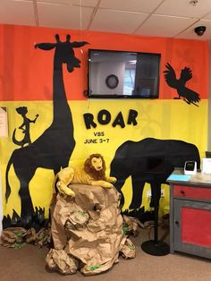 Use these tips to easily create a silhouette scene for your VBS this year. Vacation Bible School large decorations don't have to expensive or time consuming. Vbs Themes, Classroom Decor Themes, School Themes, Deco Jungle, Jungle Party, Safari Theme, Jungle Theme, Jungle Safari, Jungle Decorations