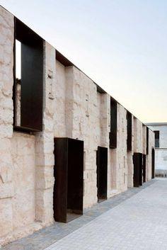 Perimetral wall