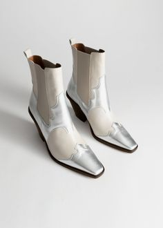Square Toe Leather Cowboy Boots - White Silver - Ankleboots - & Other Stories Capsule Wardrobe Essentials, Cowboy Boots Square Toe, Cowgirl Boots, Western Boots, Riding Boots, Retro Chic, Outfit Zusammenstellen, White Boots, Boots Online