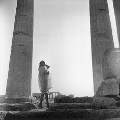 Melina Mercouri at the Acropolis ~ 1961 Conic Section, Lights Camera Action, Paris Match, Great Women, Retro Aesthetic, Famous Women, Old School, Greece, Nostalgia