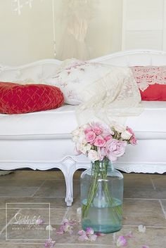 Shabbyfufu: Pillow Talk...Mixing and Matching Your Pillows