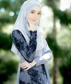 Black lace looks nice on grey.... (minimalace)
