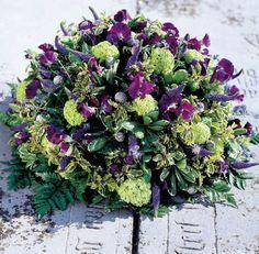 Rouwbiedermeier paars - uitvaartbloemist