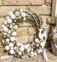 Kopogtató gömbökkel ❄️❄️ Christmas Tree Design, Beach Christmas, Christmas Makes, Christmas Mood, Christmas 2017, Christmas Wreaths, Christmas Crafts, Christmas Decorations, Xmas