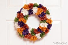 This fun and unique pom pom wreath is perfect for fall and easy for kids to make… – Fall Wreath İdeas. Fall Arts And Crafts, Fall Crafts For Kids, Kids Crafts, Wreath Crafts, Decor Crafts, Wreath Ideas, Pom Pom Kranz, Pom Pom Wreath, Pom Poms