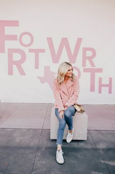 Blogger Katey McFarlan Hellman is sharing her travel guide to her hometown of Fort Worth, Texas! Check out all her must see and do tips!
