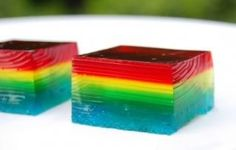 Rainbow jello Jigglers--just use red, yellow, & blue jello--the orange & green will show up when it's put together Rainbow Jello, Rainbow Food, Rainbow Theme, Rainbow Colors, Finger Jello, Finger Foods, Mousse, Jello Jigglers, Jello Shots