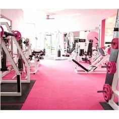 I love everything about this gym. It's pink - it's my favorite color. I want to go to this gym or visit this gym! This is the 'Pink Iron' gym in Hollywood, California. Dream Home Gym, At Home Gym, Dream Homes, Dream Mansion, Michelle Lewin, Vintage Pink, Weight Lifting, Weight Loss, Gym Design