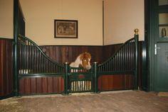 Stable loose box for Shetland Pony