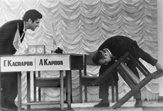 A judge checks player's chairs in the Karpov v Kasparov world chess championship match in 1984 Garry Kasparov, Historical Pictures, World History, Old Pictures, Chess, Views Album, Funny Photos, Sports And Politics, Author
