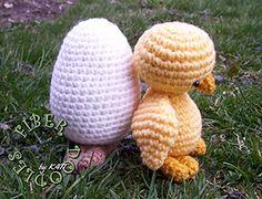 Free chicken and egg amigurumi pattern. Crochet Patterns Amigurumi, Crochet Toys, Free Crochet, Holiday Crochet, Easter Crochet, Easter Dyi, Daisy Patches, Free Chickens, Christmas Items