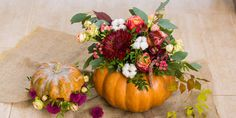 Spruce up your home for the fall season with these fresh and fun Thanksgiving decor ideas. From rustic table settings and festive centerpieces to DIY fall wreaths , our easy Thanksgiving decorations will bring a welcome twist to your table or home. Diy Thanksgiving Centerpieces, Pumpkin Centerpieces, Holiday Tables, Thanksgiving Crafts, Thanksgiving Table, Fall Table, Centerpiece Ideas, Table Centerpieces, Flowers To Go