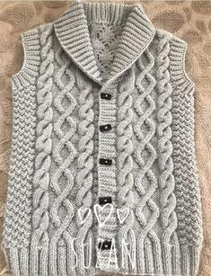 The Most Stylish Vest Cardigan Knitting Models - Kindermode 2020 Baby Boy Knitting Patterns, Knitting Stitches, Knit Patterns, Cardigan Pattern, Baby Cardigan, Pullover Outfit, Knit Baby Sweaters, Crochet Baby, Google