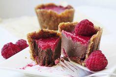 Petite Chocolate Raspberry Cakes [Vegan, Gluten-Free] | One Green Planet