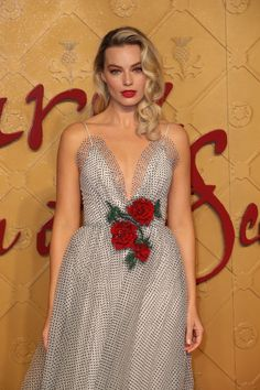 Adore this stunning Rodarte dress of the collection. // Margot Robbie looking amazing, too! Margot Robbie Hair, Margot Robbie Style, Actress Margot Robbie, Margo Robbie, Margot Robbie Harley Quinn, Margot Robbie Wedding Dress, Margot Robbie No Makeup, Margot Robbie Pictures, Costume