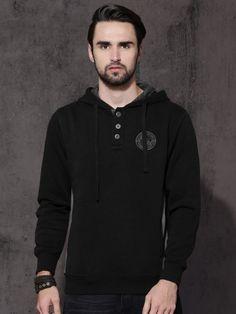 Winter Wear For Men, Hooded Sweatshirts, Hoods, Sweaters, How To Wear, Stuff To Buy, Black, Fashion, Moda