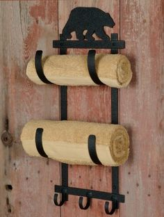 A Black Forest Decor Exclusive - The iron Bear Wall Mount Towel Rack features a burly bruin atop two towel holders and three hooks. Finished in black powder coat for durability and style. Lodge Bathroom, Cabin Bathrooms, Bathroom Wall, Black Bear Decor, Black Forest Decor, Black Decor, Rustic Towel Rack, Country Living Decor, Towel Rack Bathroom