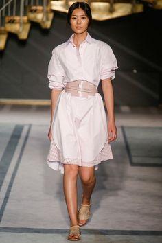 prendas camisa moda tendencias looks celebridades pasarelas - 8 (© Indigitalimages.com Getty Images)