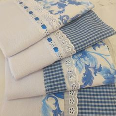 Kit 4 panos de prato barras combinadas Dish Towels, Tea Towels, Sewing Crafts, Sewing Projects, French Pillows, Baby Crib Sheets, Towel Crafts, Decorative Towels, Elegant Home Decor