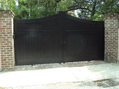 Here is a lovely old wood picket gate , with a curved accent , leading into a downtown Charleston, SC home near the Battery. Door Gate Design, House Gate Design, Gate House, Picket Fence Gate, Black Wood Stain, Black Fence, Driveway Gate, Old Wood, Design Consultant